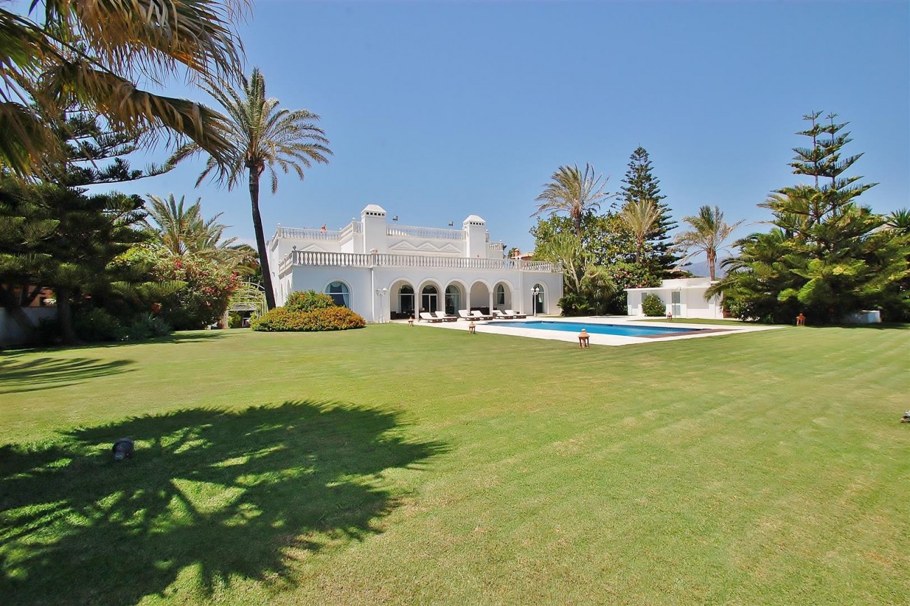 Frontline Beach Villa in Marbella West (1)
