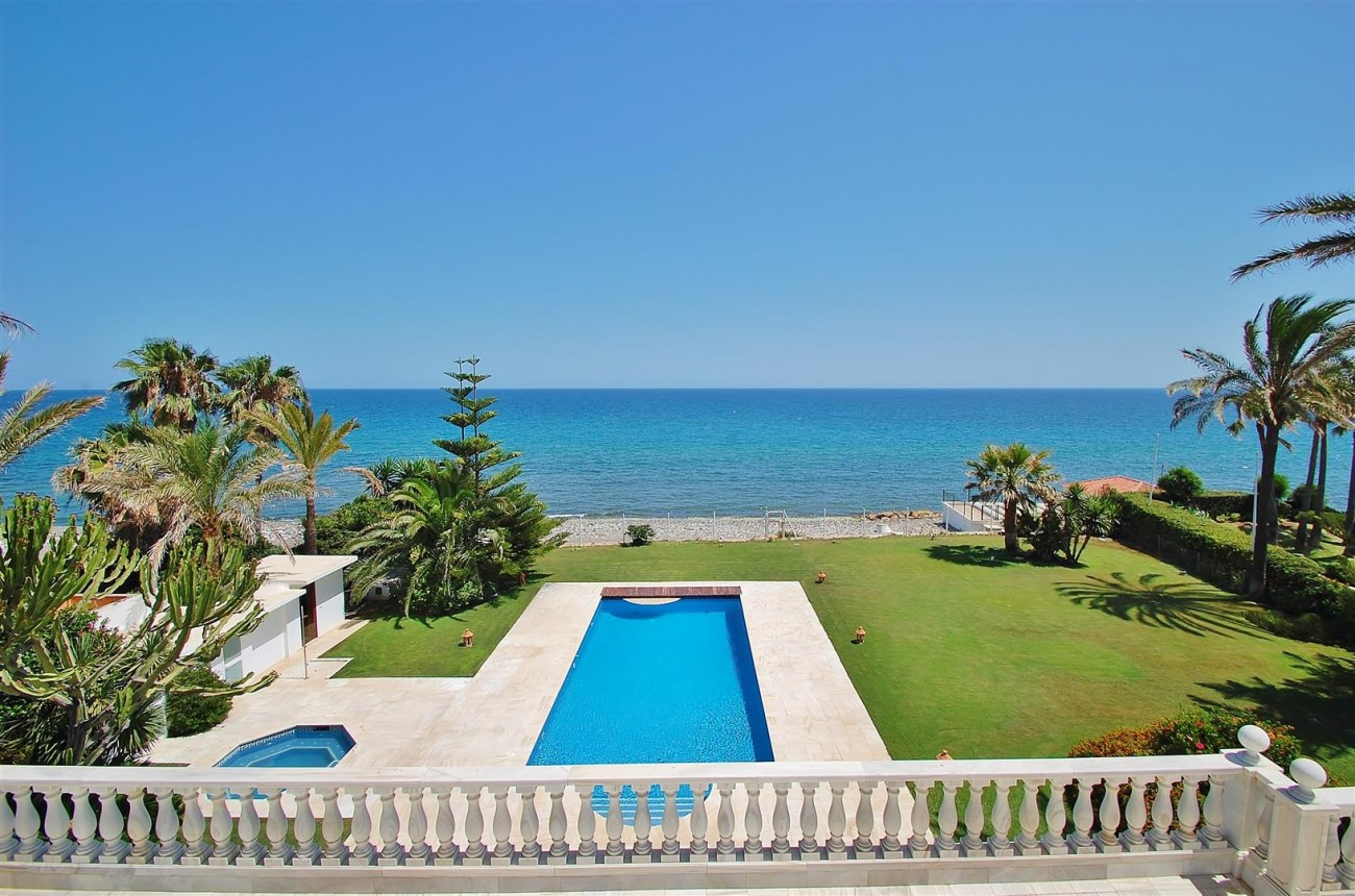 V5674 Frontline Beach Villa Marbella West (Large)