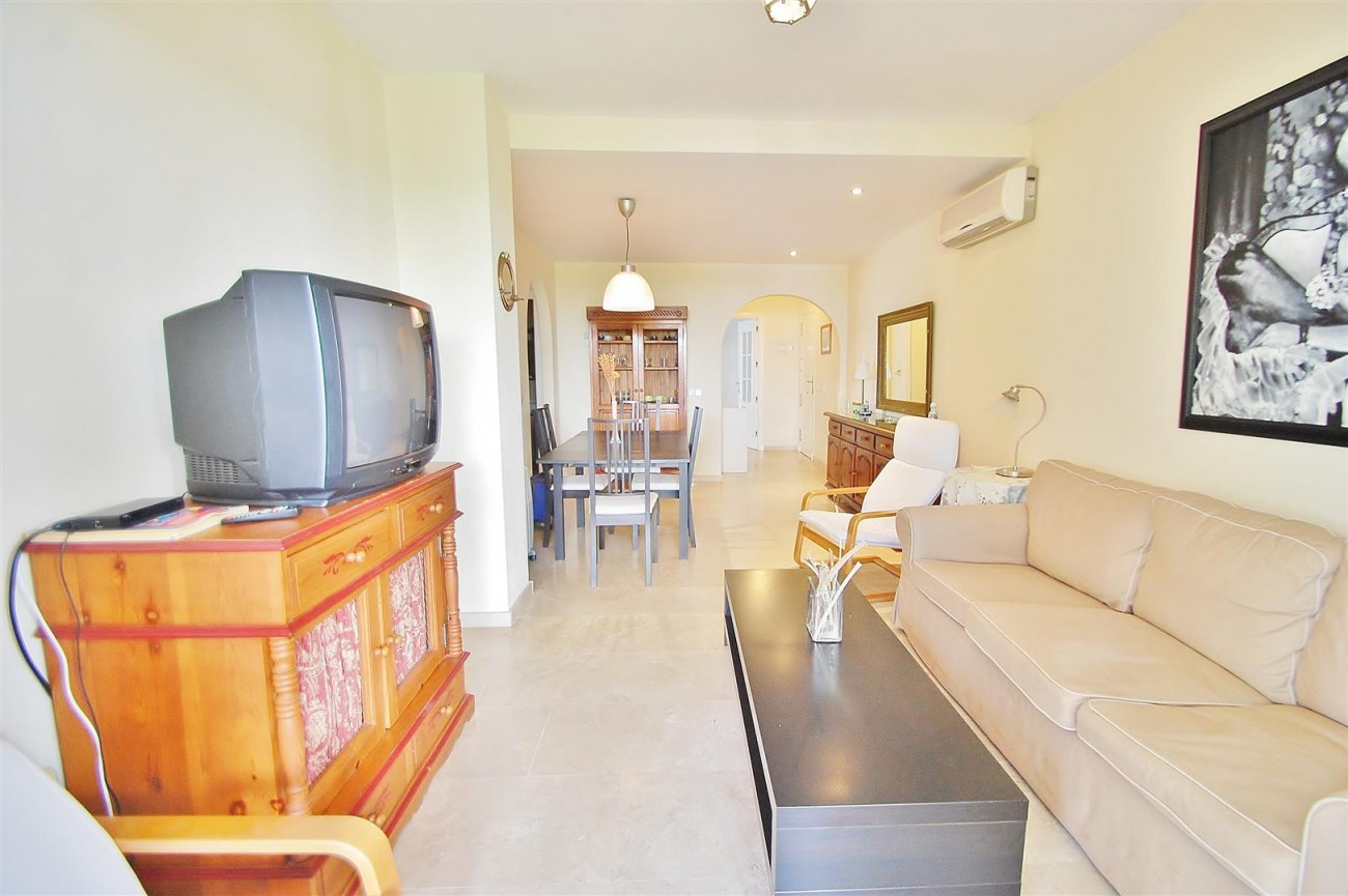 A5675 Apartment for sale on the Marbella Golden Mile Spain (5) (Large)
