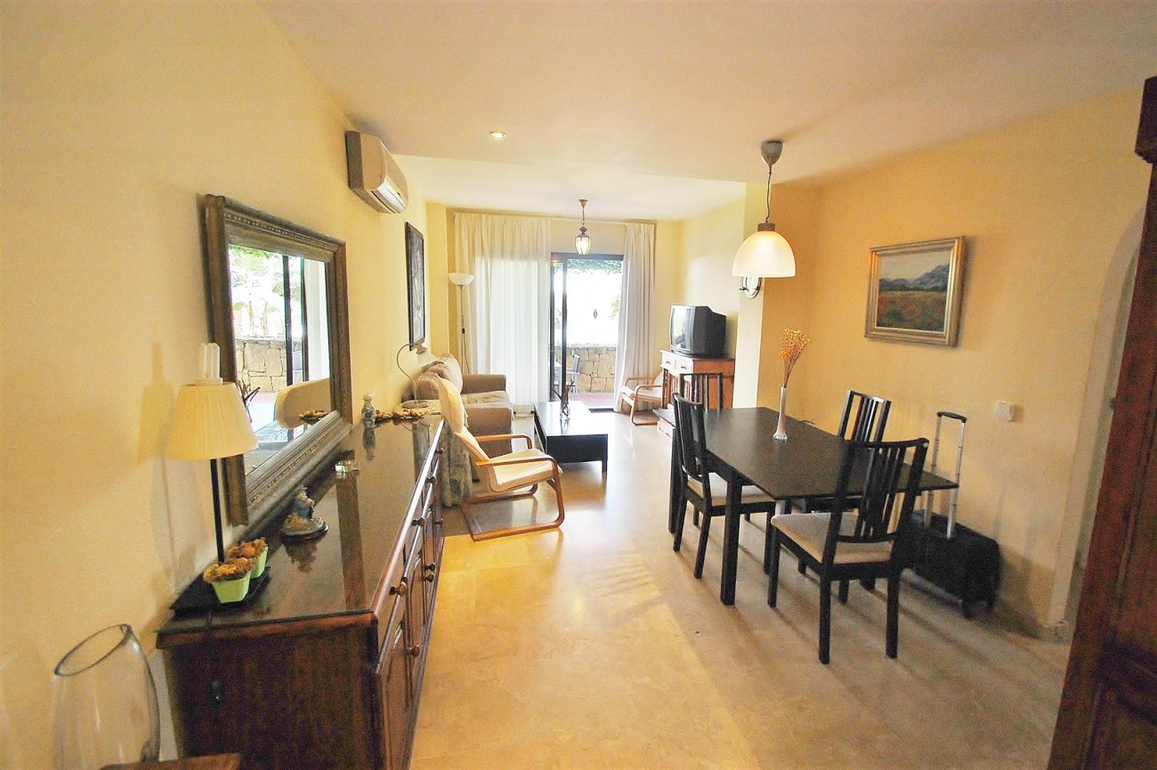 A5675 Apartment for sale on the Marbella Golden Mile Spain (7) (Large)