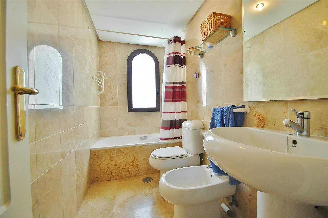 A5675 Apartment for sale on the Marbella Golden Mile Spain (12) (Large)