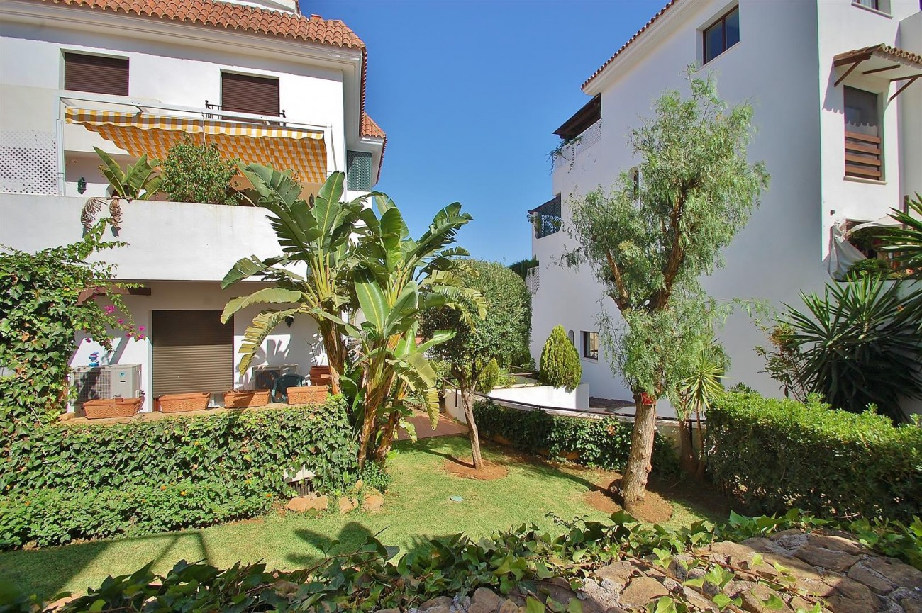A5675 Apartment for sale on the Marbella Golden Mile Spain (14) (Large)