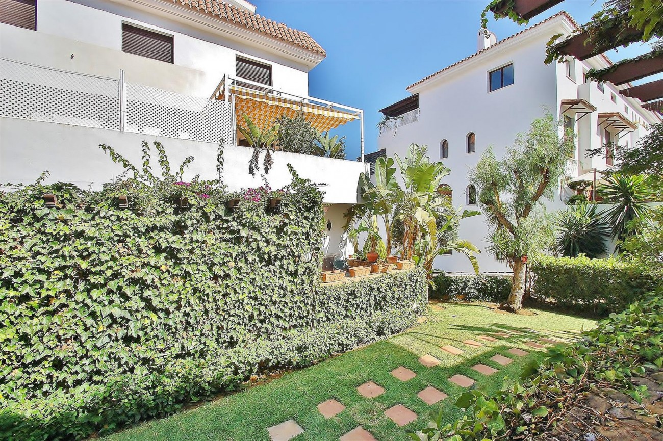 A5675 Apartment for sale on the Marbella Golden Mile Spain (15) (Large)