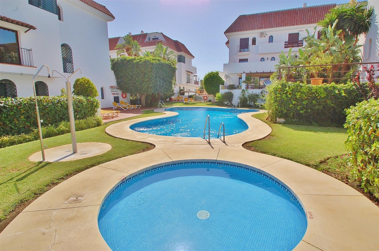 A5675 Apartment for sale on the Marbella Golden Mile Spain (18) (Large)