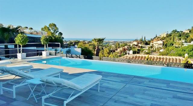 Villa for Sale - 2.100.000€ - Benahavís, Costa del Sol - Ref: 5683