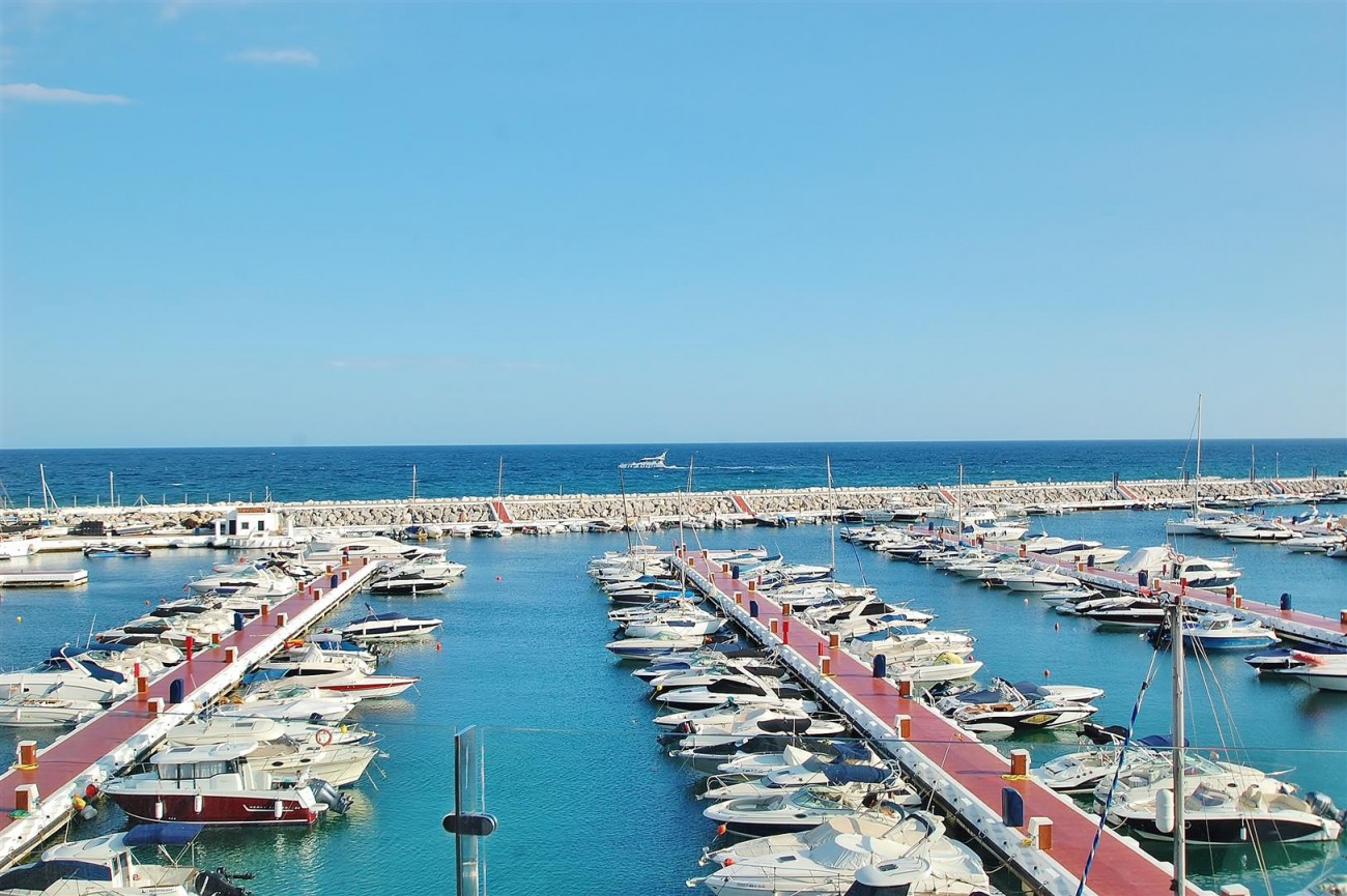 A5686 Frontline Puerto Banus Apartment for sale Marbella Spain (1)
