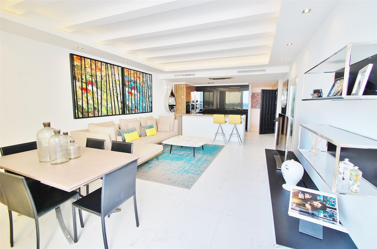 A5686 Frontline Puerto Banus Apartment for sale Marbella Spain (2)