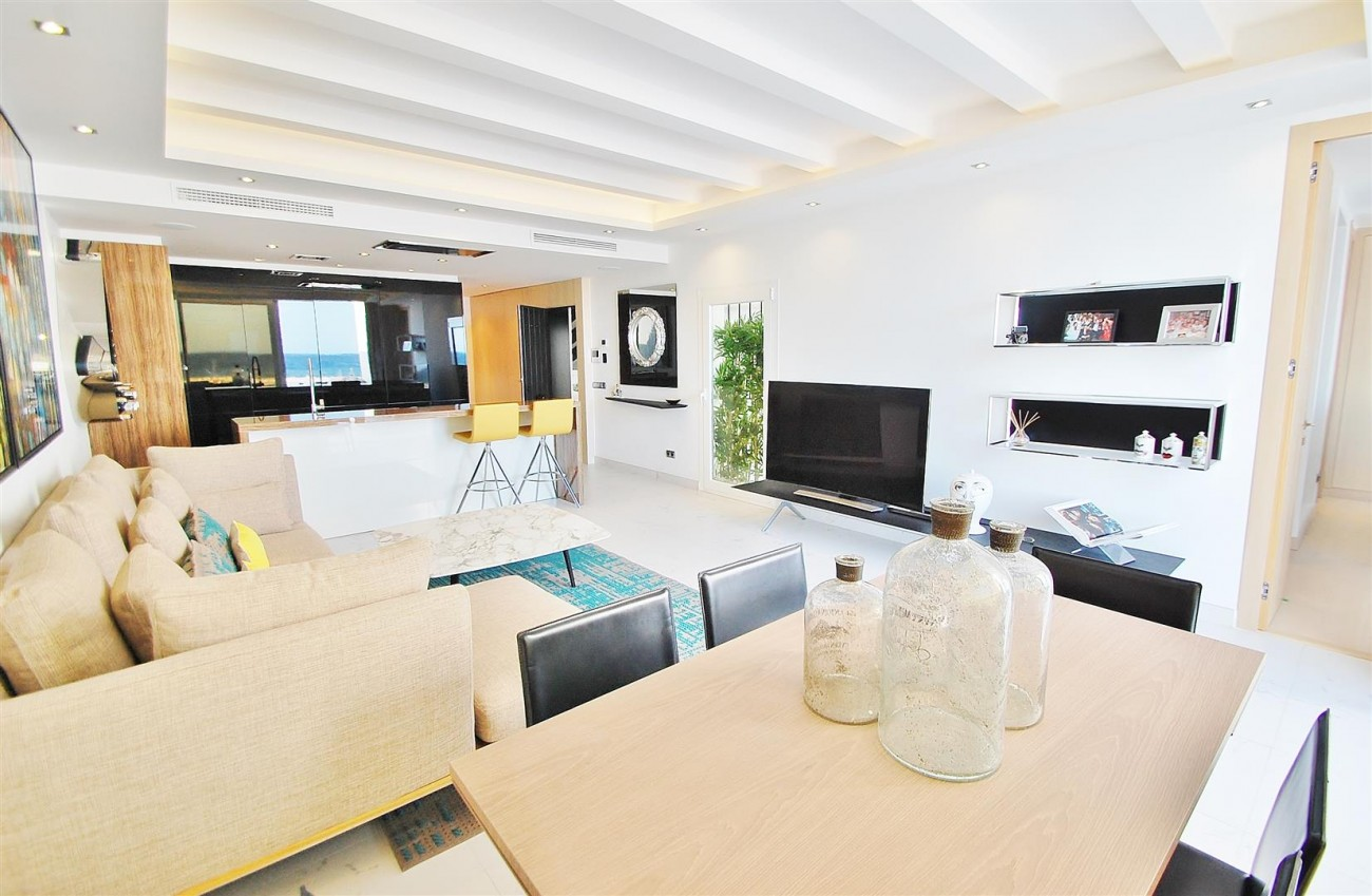 A5686 Frontline Puerto Banus Apartment for sale Marbella Spain (3)