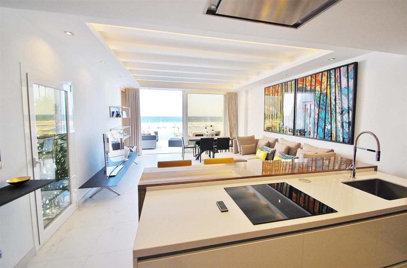 A5686 Frontline Puerto Banus Apartment for sale Marbella Spain (5)