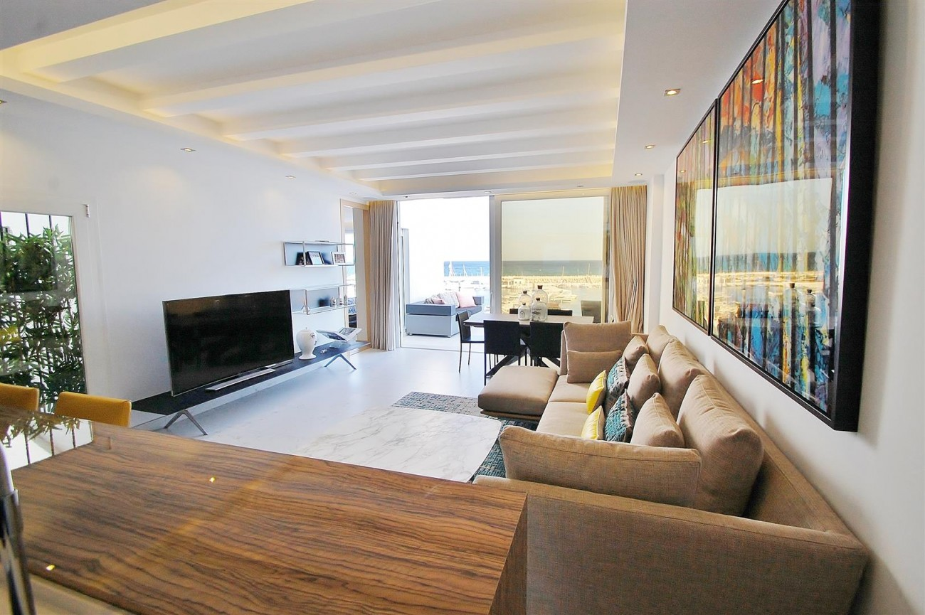 A5686 Frontline Puerto Banus Apartment for sale Marbella Spain (6)