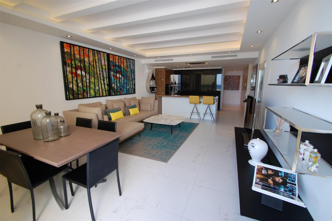 A5686 Frontline Puerto Banus Apartment for sale Marbella Spain (7)