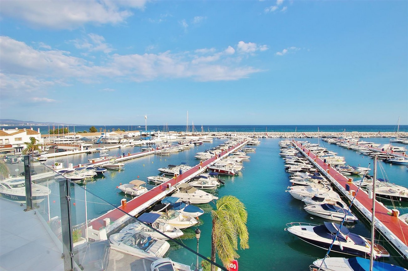 A5686 Frontline Puerto Banus Apartment for sale Marbella Spain (8)