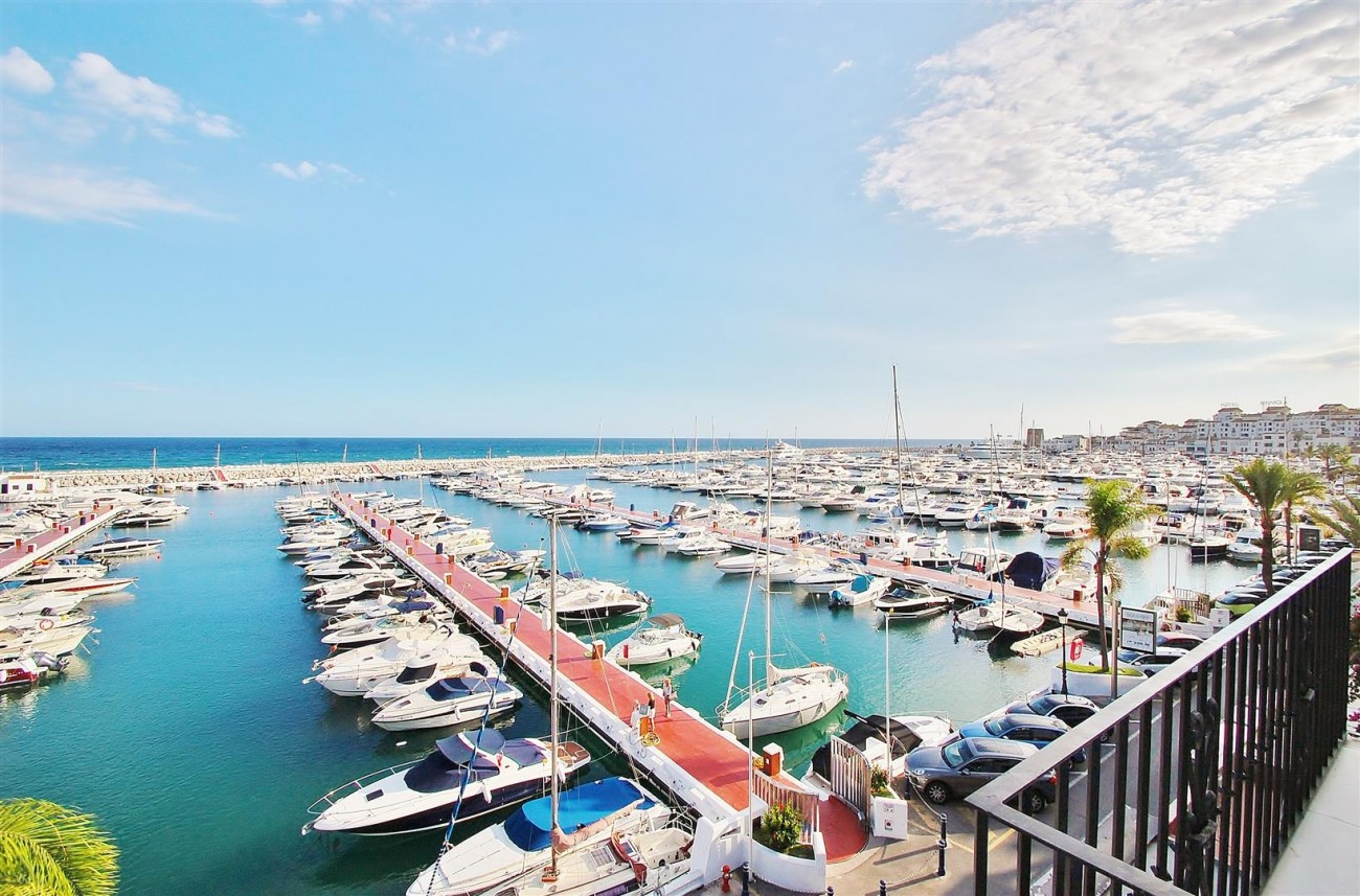 A5686 Frontline Puerto Banus Apartment for sale Marbella Spain (9)