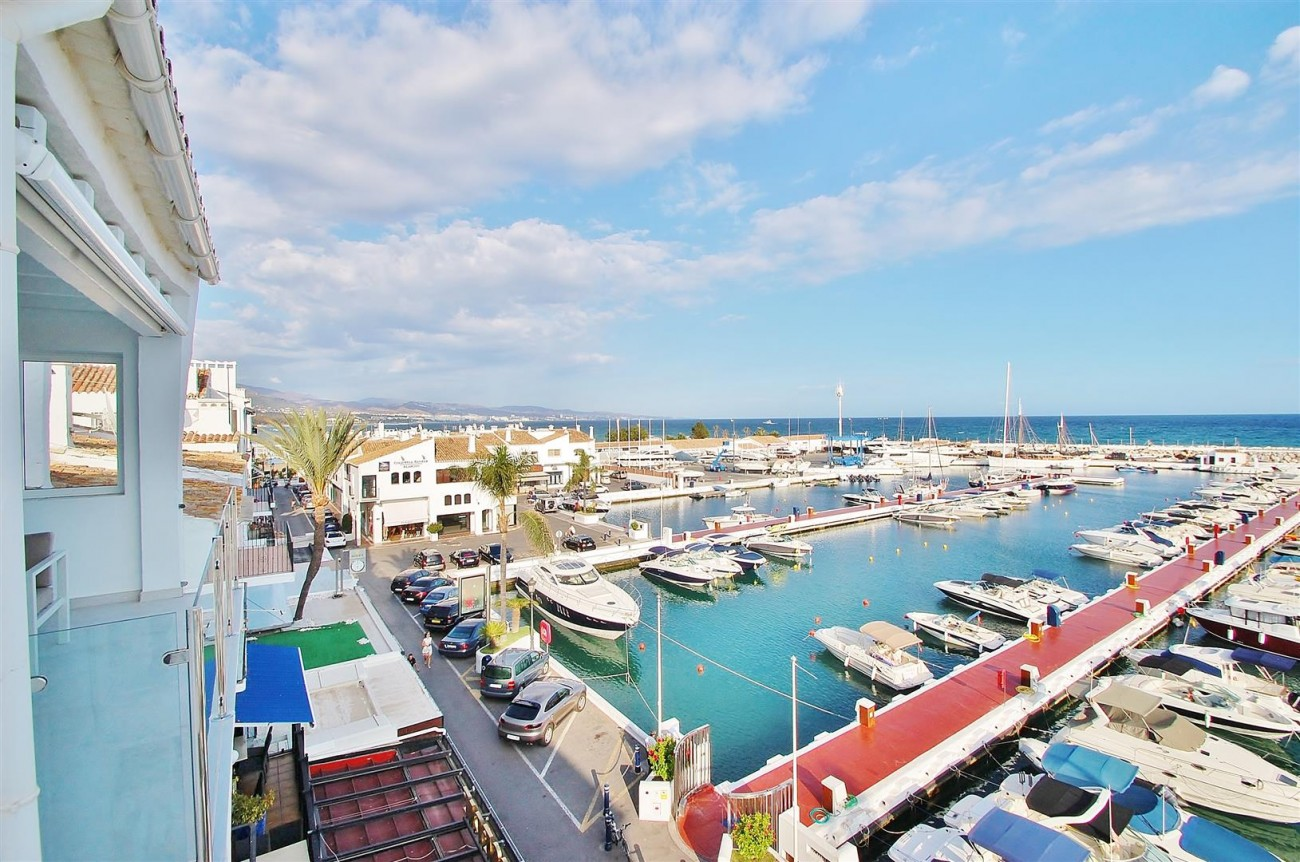 A5686 Frontline Puerto Banus Apartment for sale Marbella Spain (10)