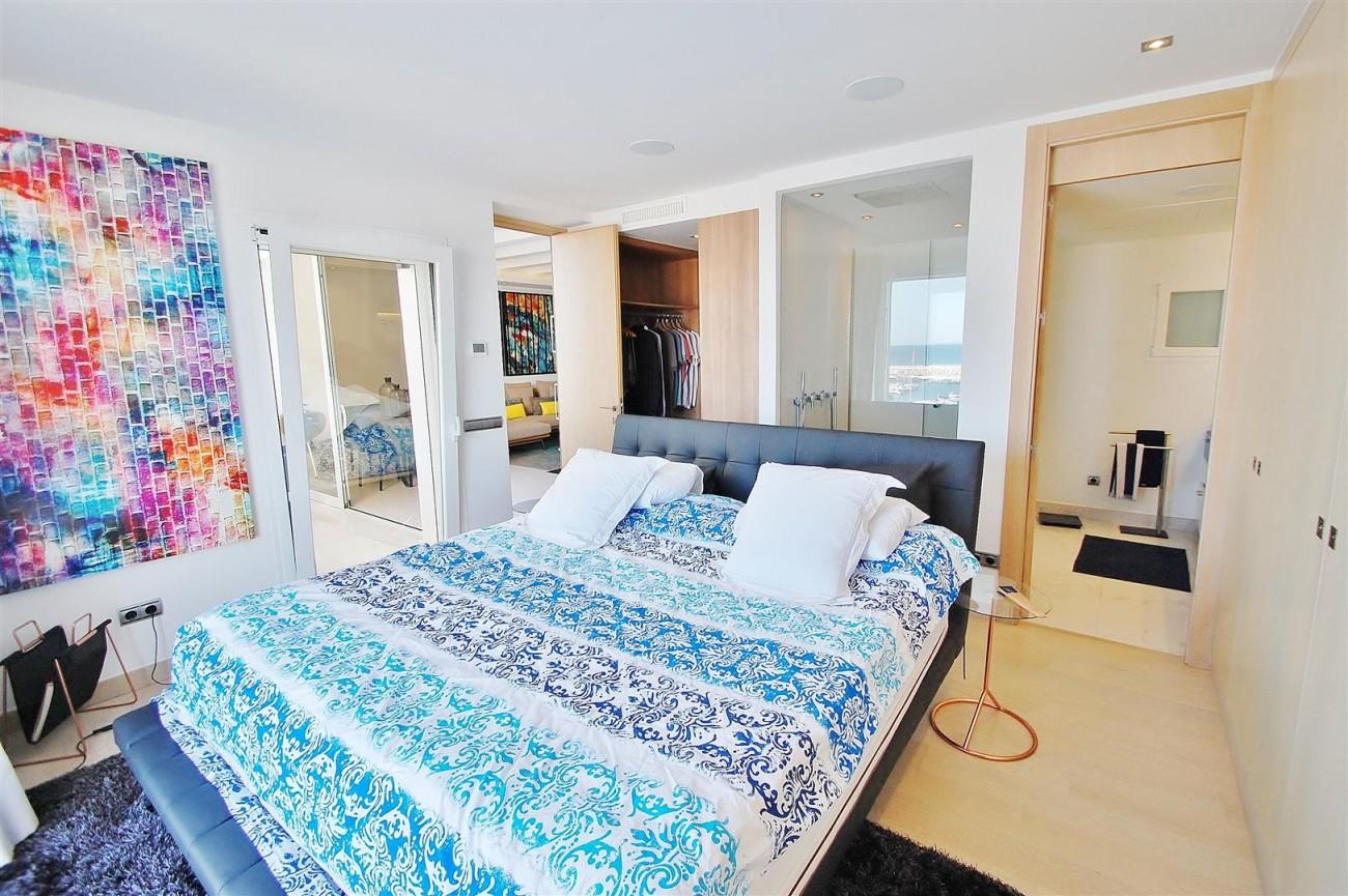 A5686 Frontline Puerto Banus Apartment for sale Marbella Spain (11)
