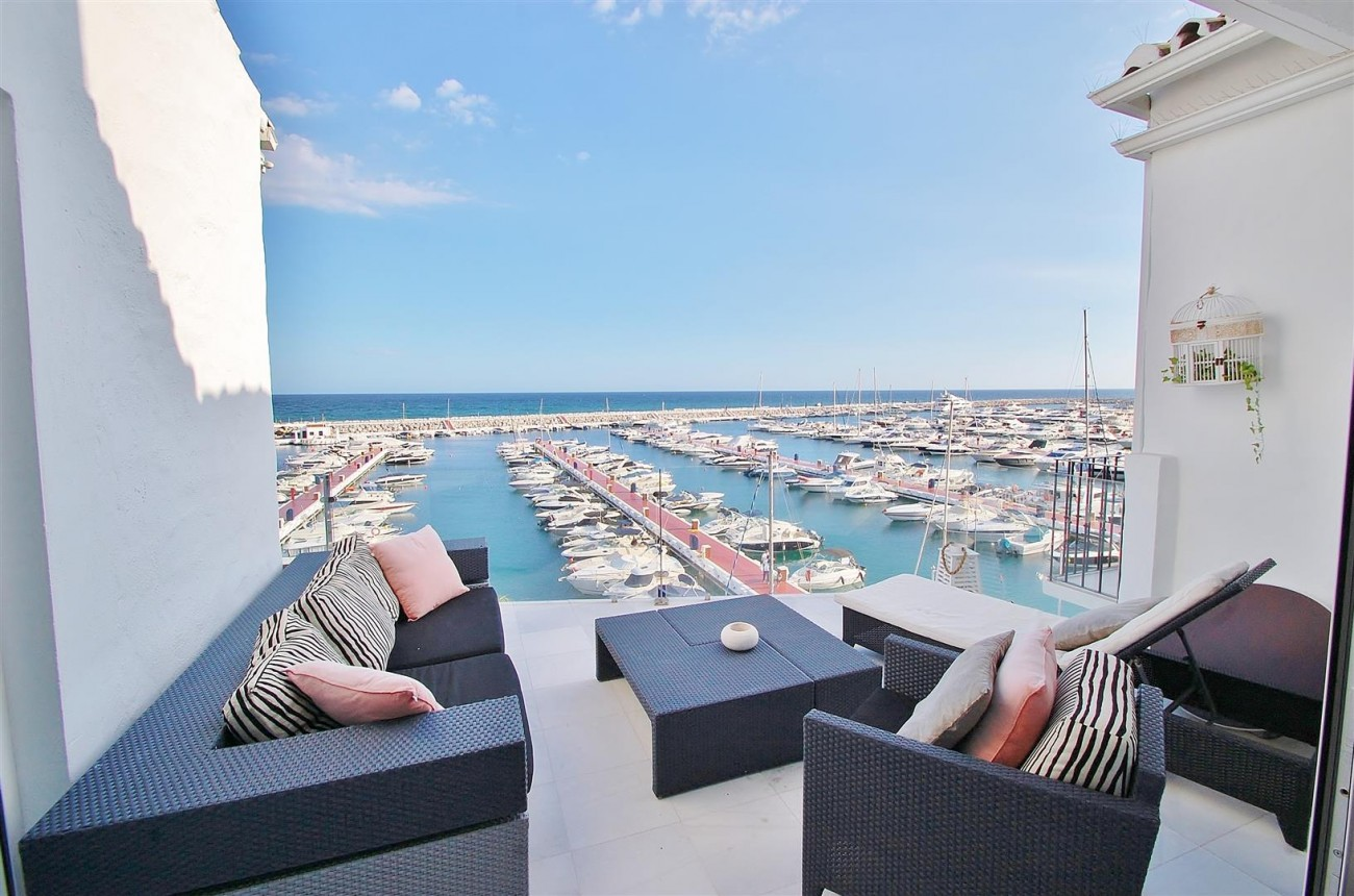 A5686 Frontline Puerto Banus Apartment for sale Marbella Spain (15)