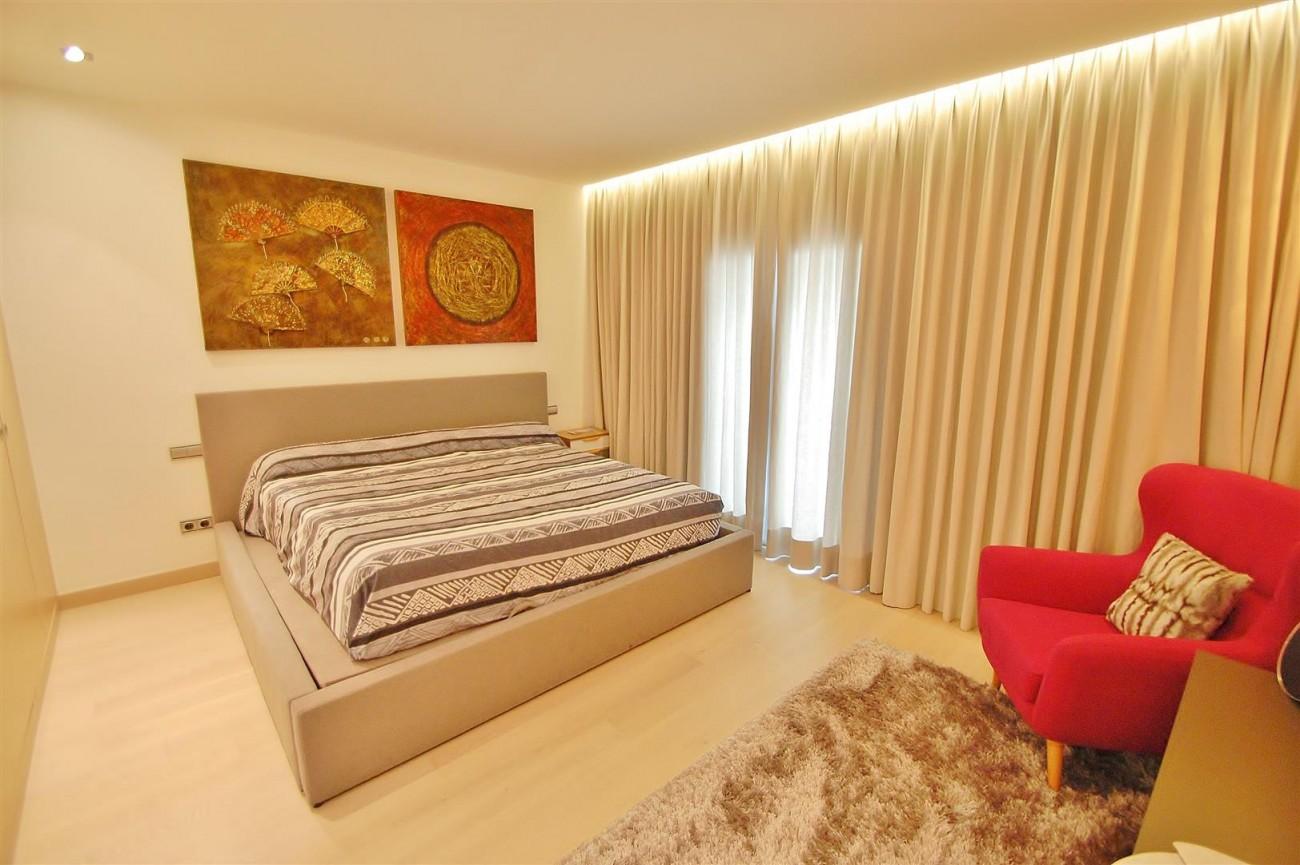 A5686 Frontline Puerto Banus Apartment for sale Marbella Spain (16)