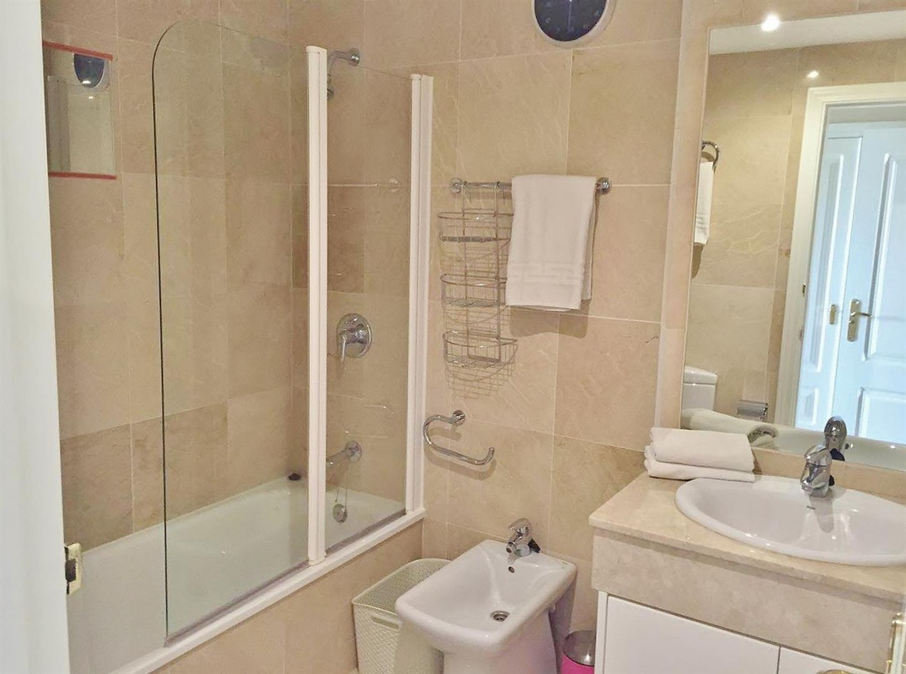 3 Bedrooms apartment for rent East Marbella (5) (Large)