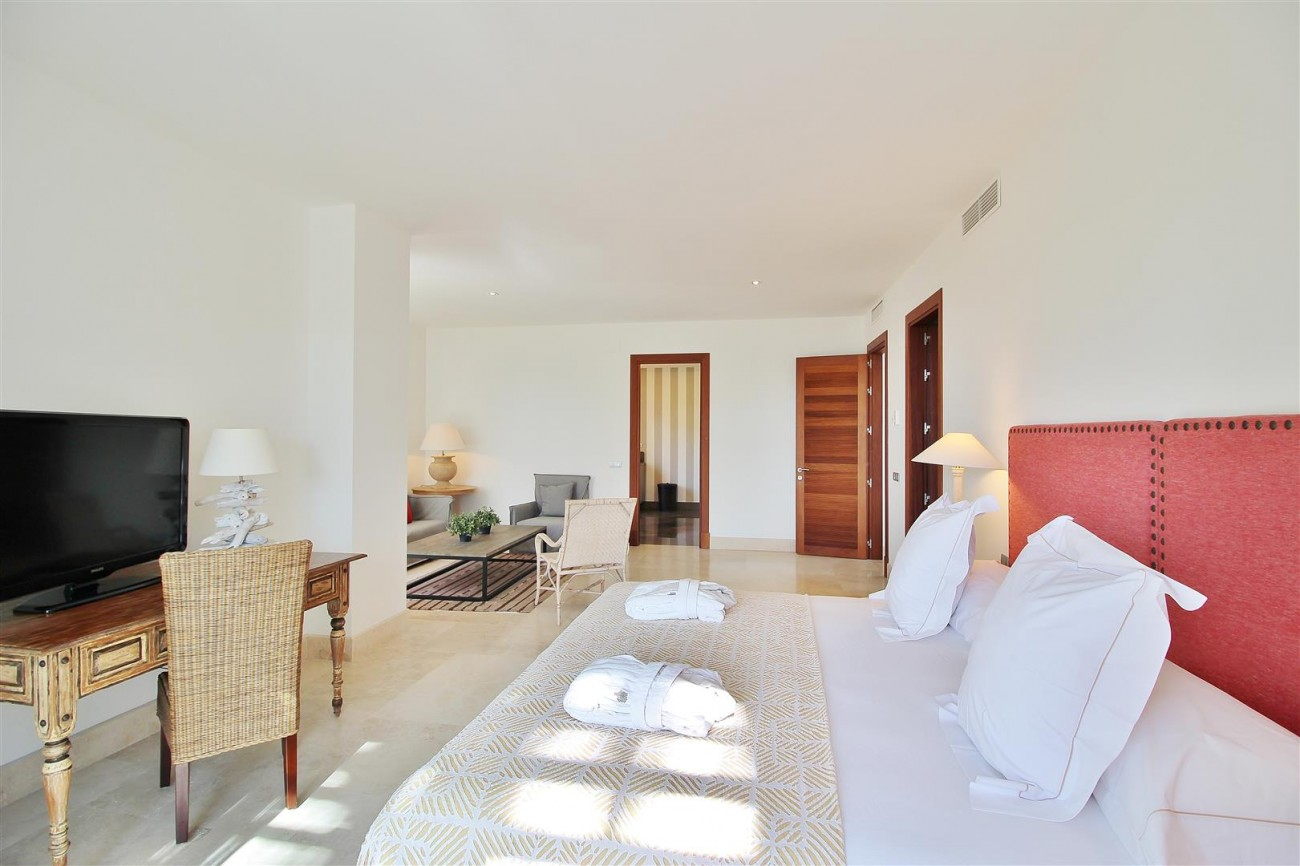 Modern Style Villa in Golf Gated Complex Casares Spain (13) (Large)