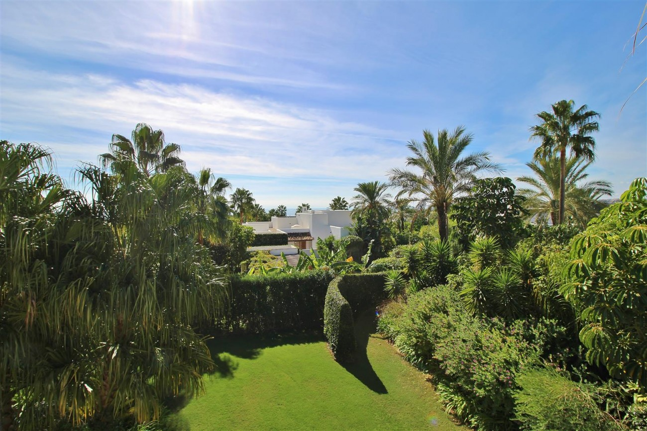 Modern Style Villa in Golf Gated Complex Casares Spain (14) (Large)