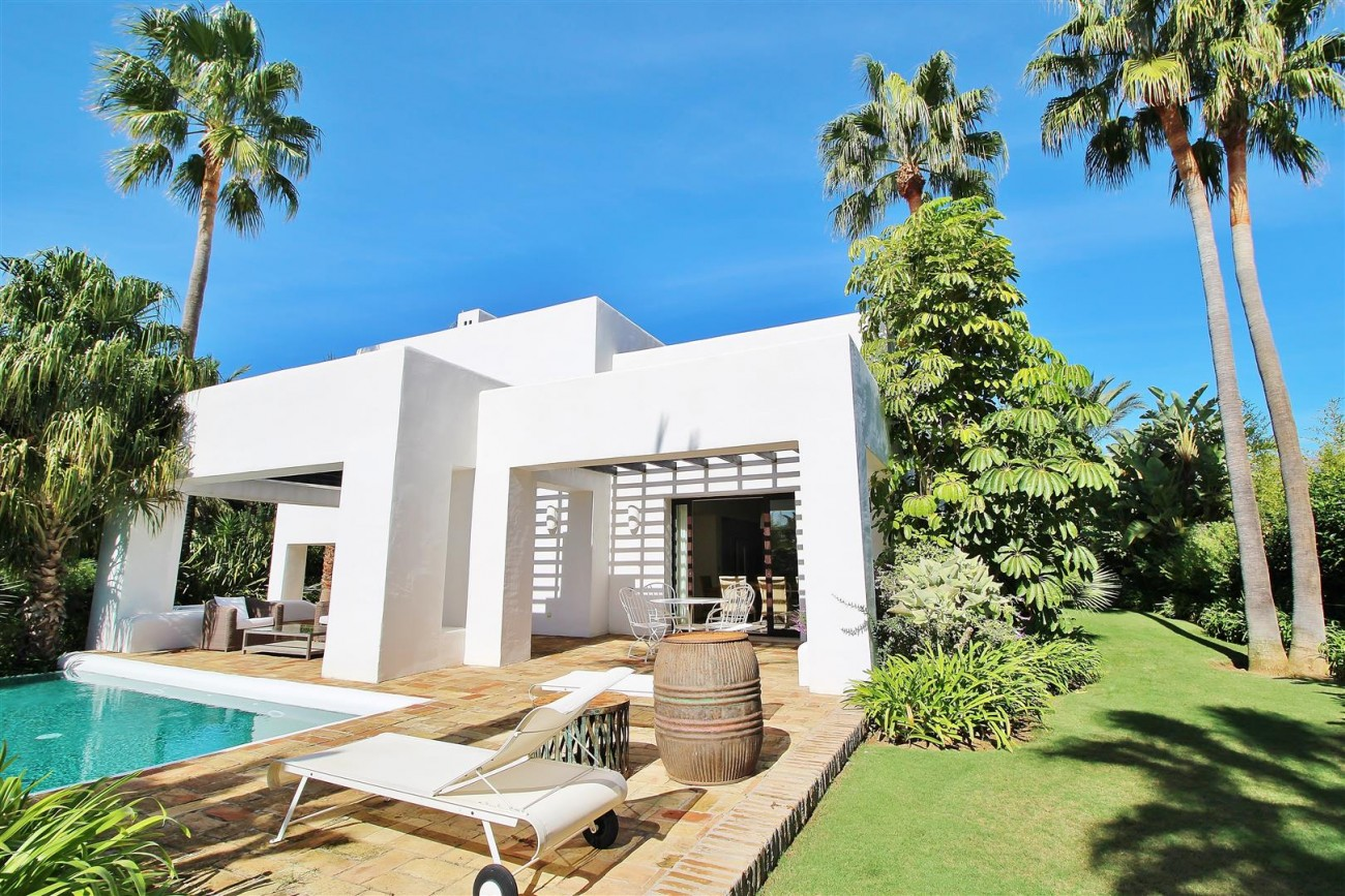 Modern Style Villa in Golf Gated Complex Casares Spain (17) (Large)