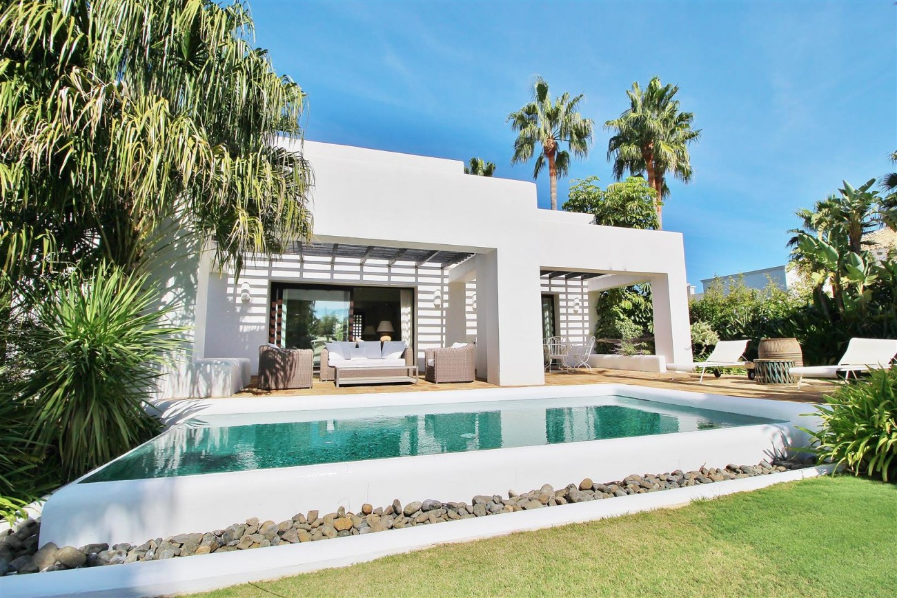 Modern Style Villa in Golf Gated Complex Casares Spain (18) (Large)