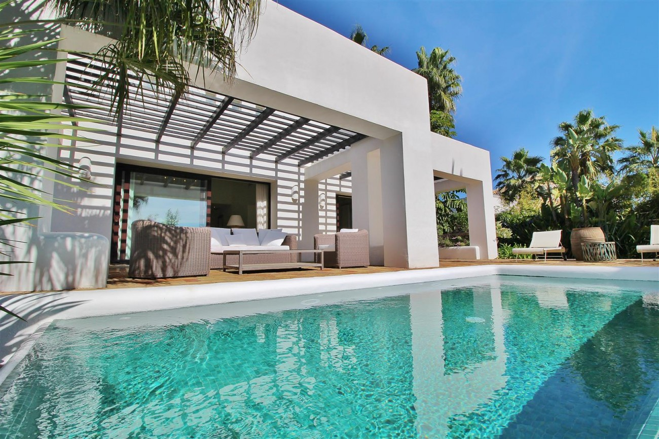 Modern Style Villa in Golf Gated Complex Casares Spain (19) (Large)