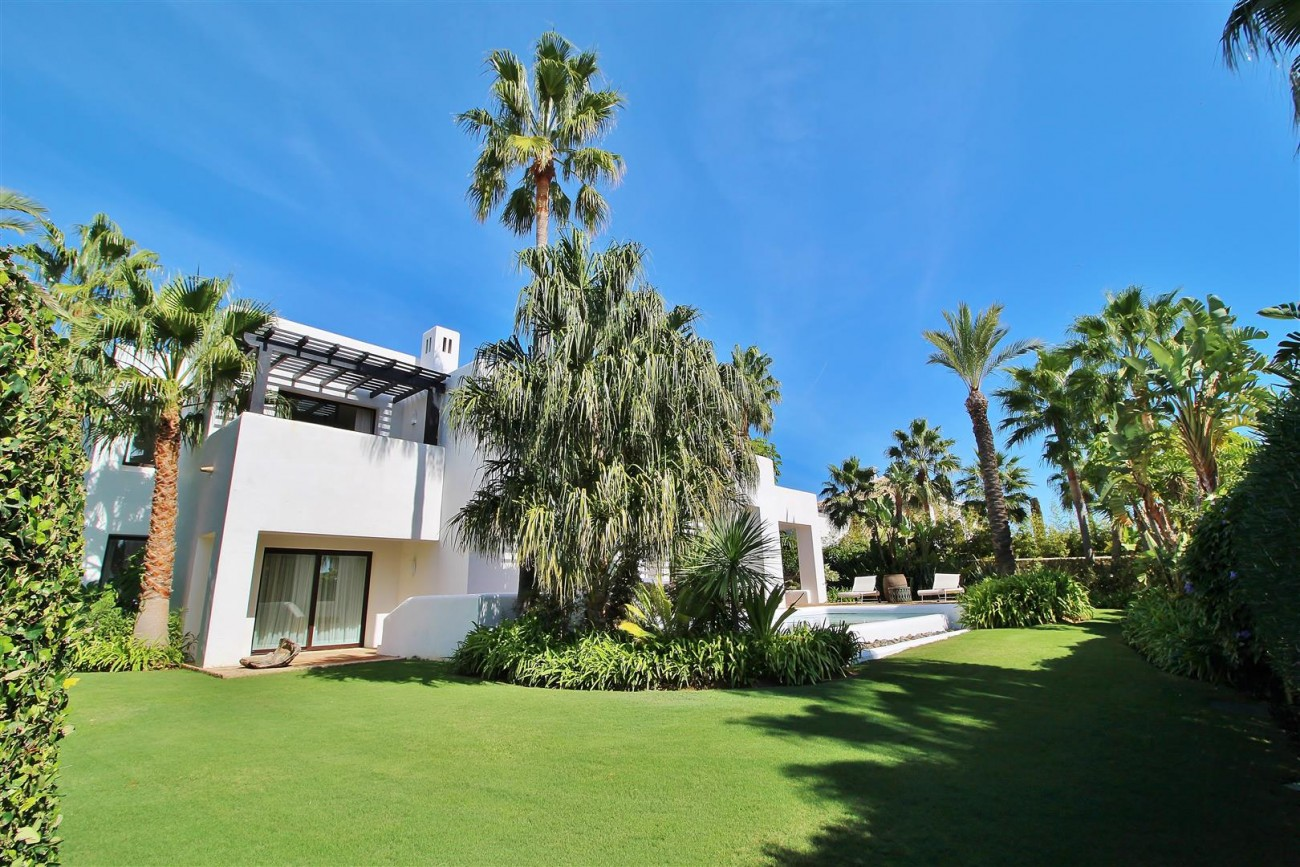 Modern Style Villa in Golf Gated Complex Casares Spain (20) (Large)
