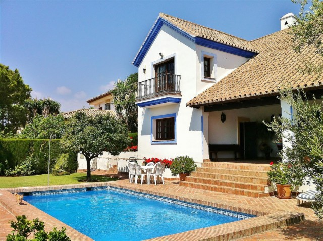Villa for Sale - 795.000€ - Estepona, Costa del Sol - Ref: 5702
