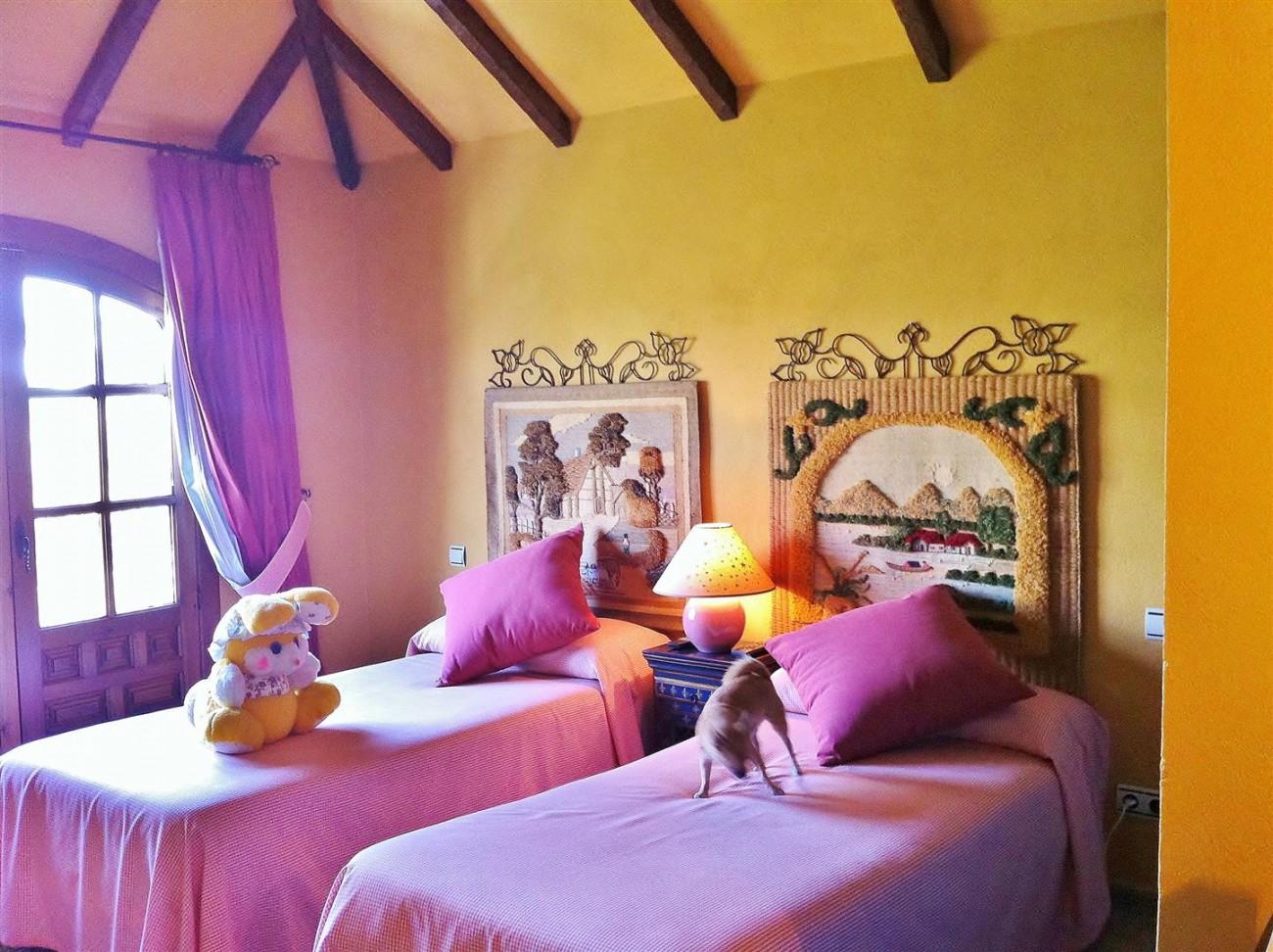 Rustic Villa for sale Estepona Spain (15) (Large)