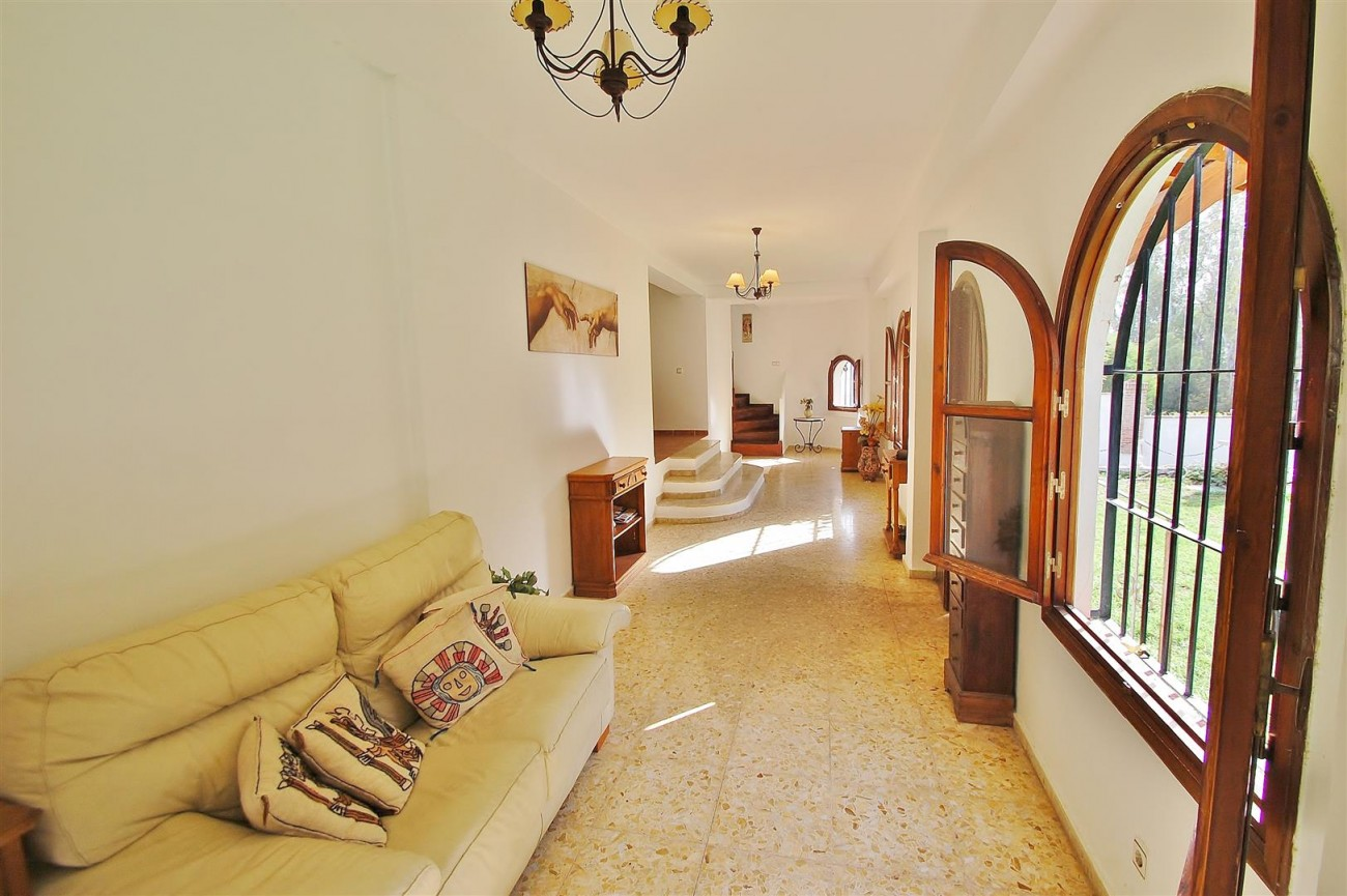 Villa for sale Nueva Andalucia Marbella Spain (2) (Large)