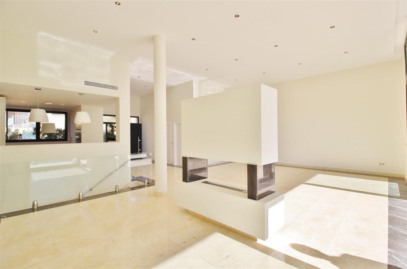 Luxury Contemporary Villa for sale Benahavis Spain (9) (Large)