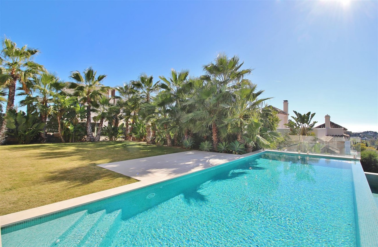Luxury Contemporary Villa for sale Benahavis Spain (17) (Large)