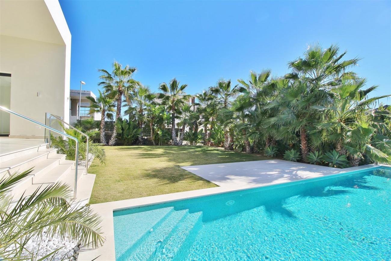 Luxury Contemporary Villa for sale Benahavis Spain (18) (Large)