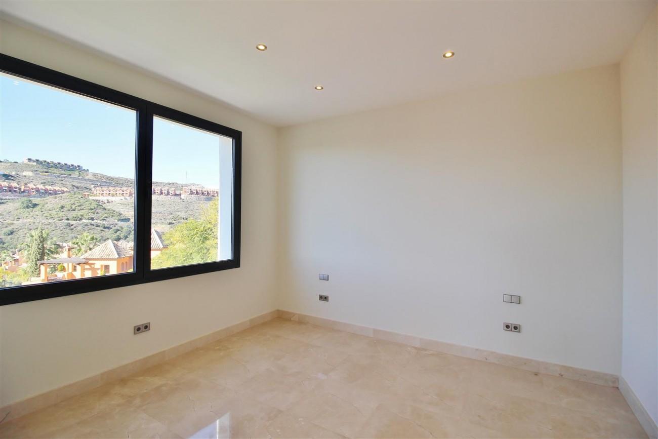 Luxury Contemporary Villa for sale Benahavis Spain (22) (Large)