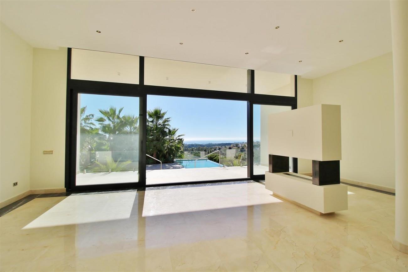 Luxury Contemporary Villa for sale Benahavis Spain (26) (Large)