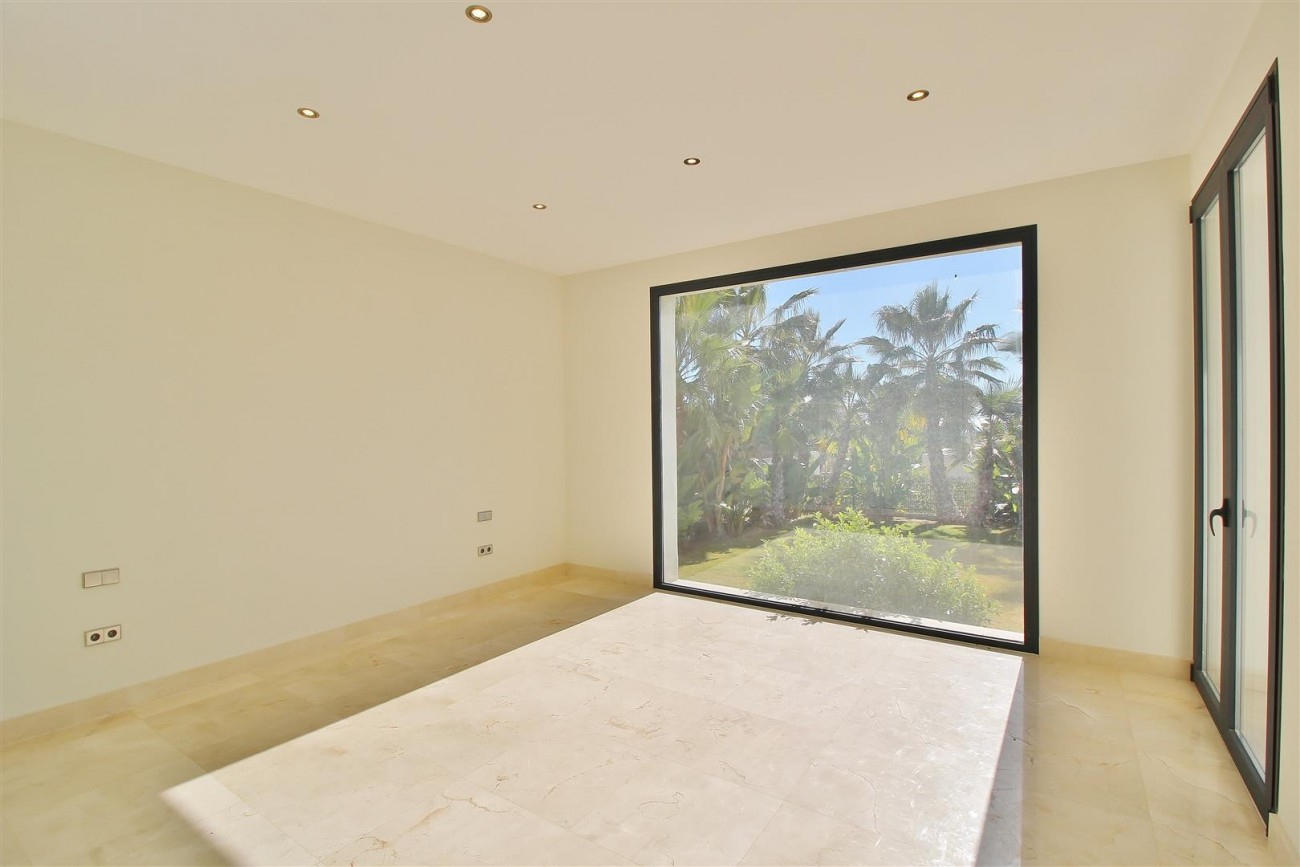 Luxury Contemporary Villa for sale Benahavis Spain (29) (Large)