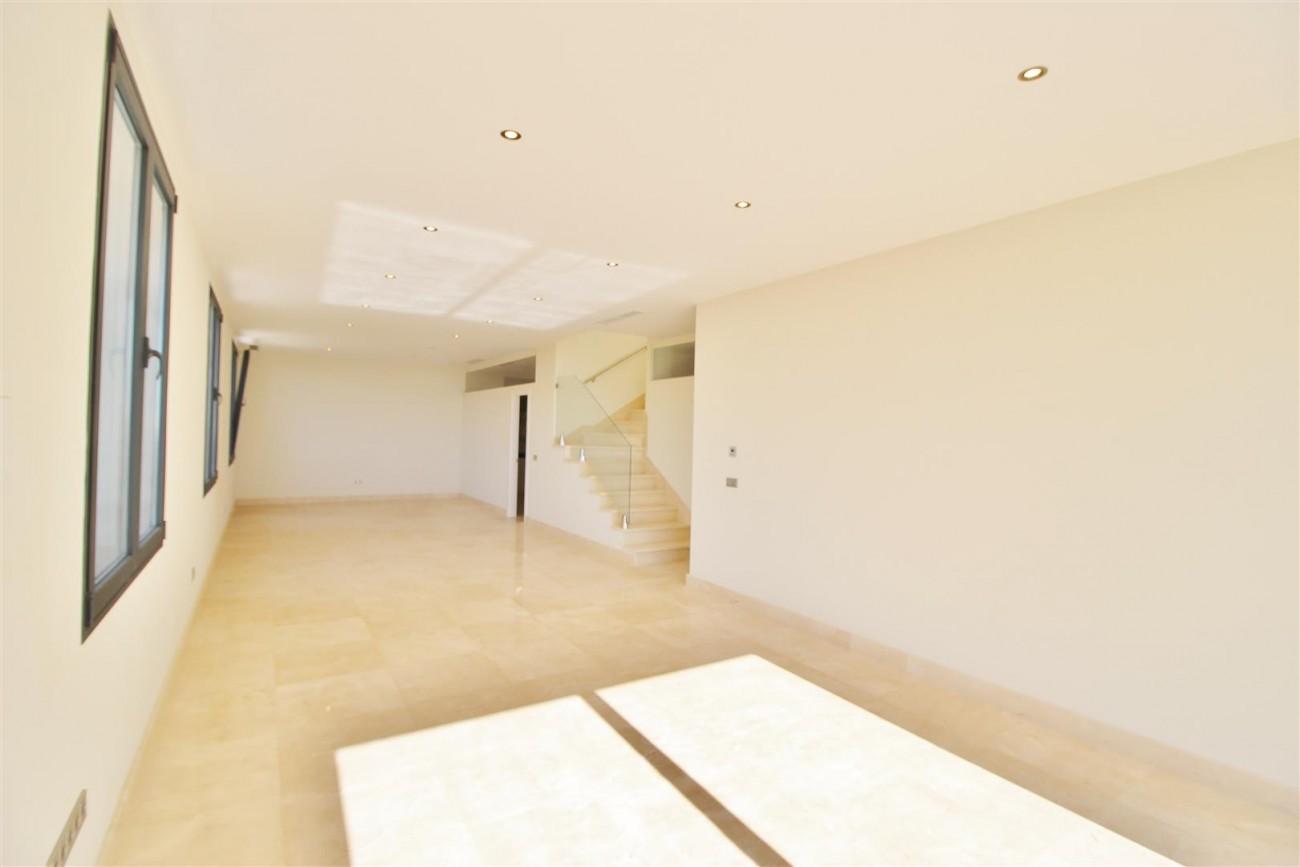 Luxury Contemporary Villa for sale Benahavis Spain (37) (Large)