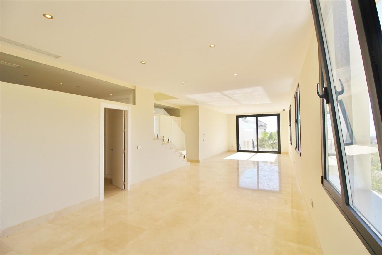 Luxury Contemporary Villa for sale Benahavis Spain (38) (Large)