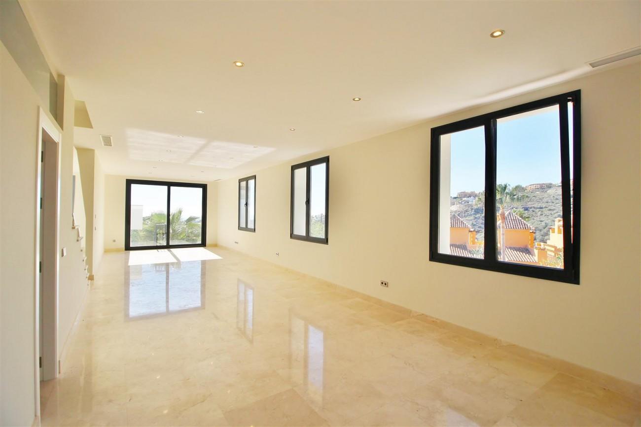 Luxury Contemporary Villa for sale Benahavis Spain (39) (Large)