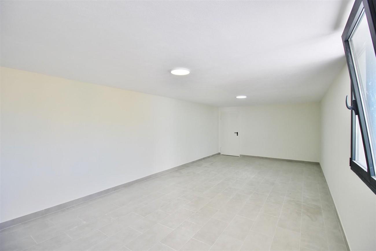 Luxury Contemporary Villa for sale Benahavis Spain (45) (Large)