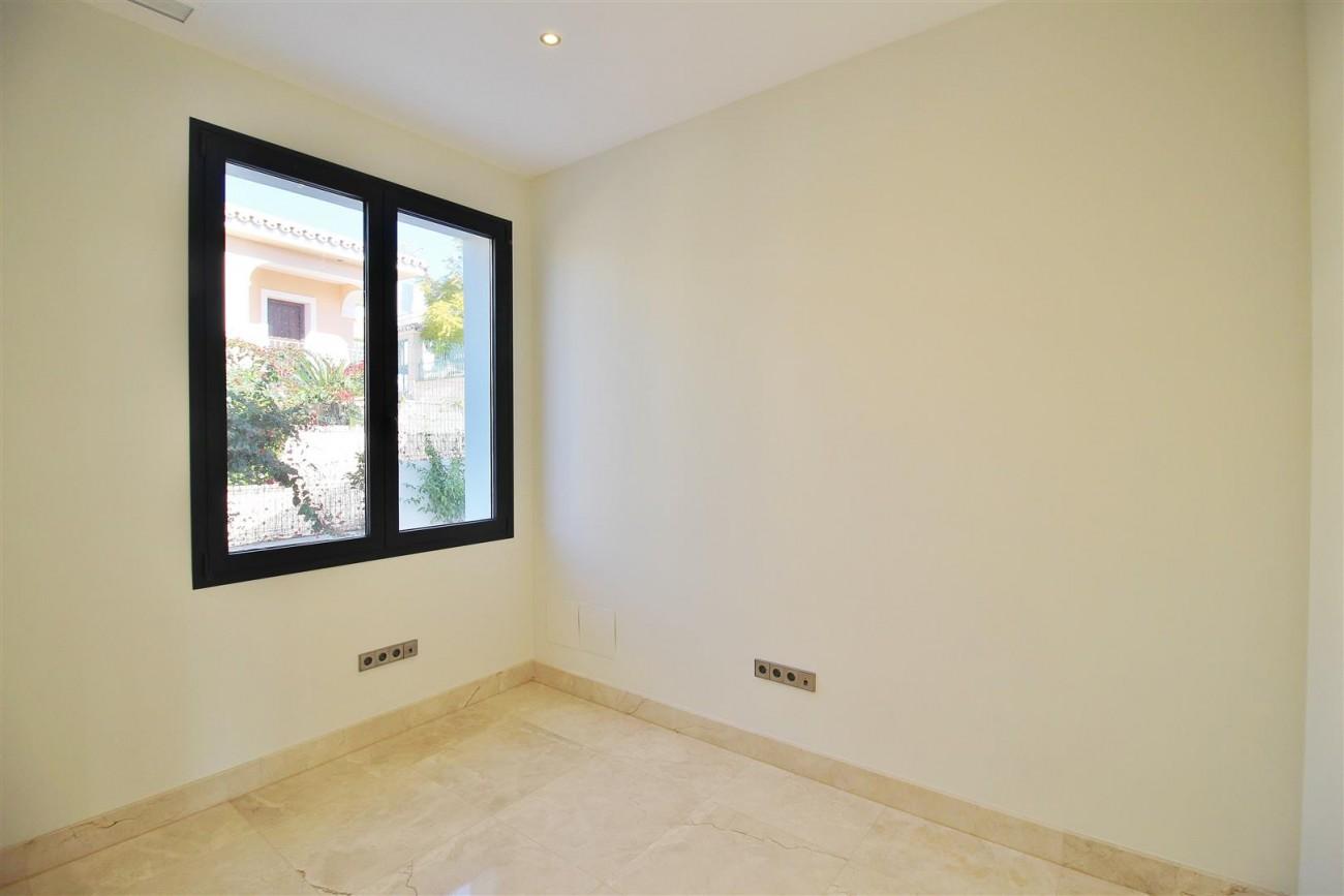 Luxury Contemporary Villa for sale Benahavis Spain (47) (Large)