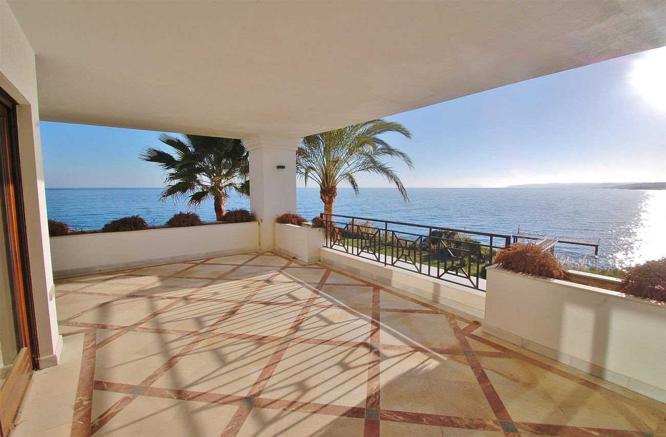 Frontline Beach Luxury Apartment Estepona Spain (1) (Large)