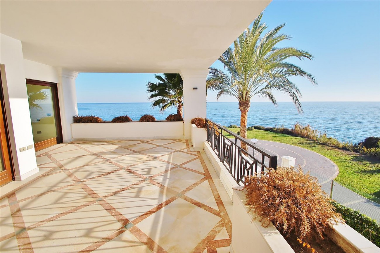 Frontline Beach Luxury Apartment Estepona Spain (2) (Large)