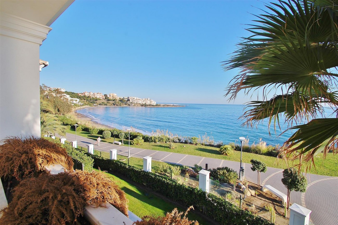 Frontline Beach Luxury Apartment Estepona Spain (3) (Large)