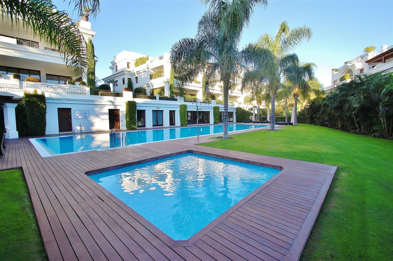 Frontline Beach Luxury Apartment Estepona Spain (7) (Large)