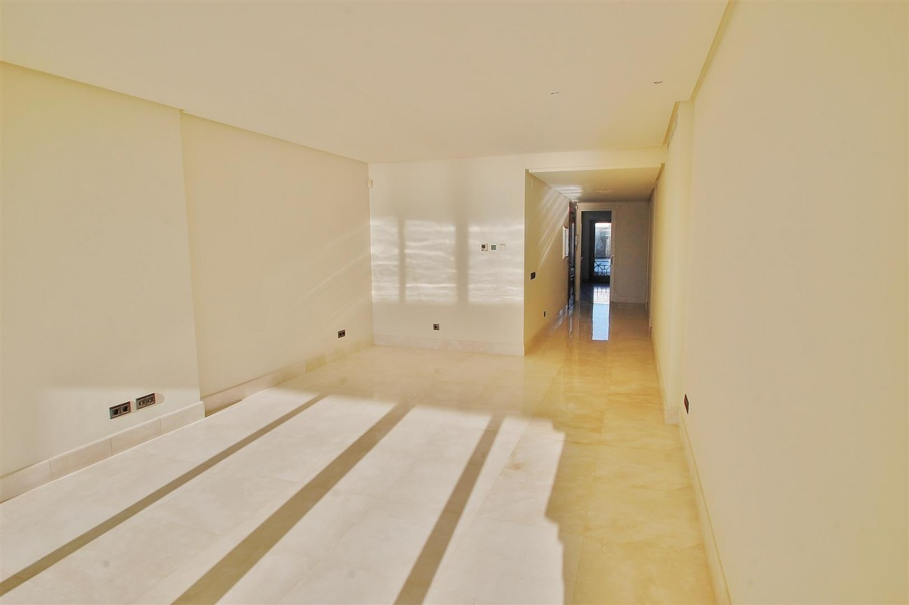 Frontline Beach Luxury Apartment Estepona Spain (13) (Large)
