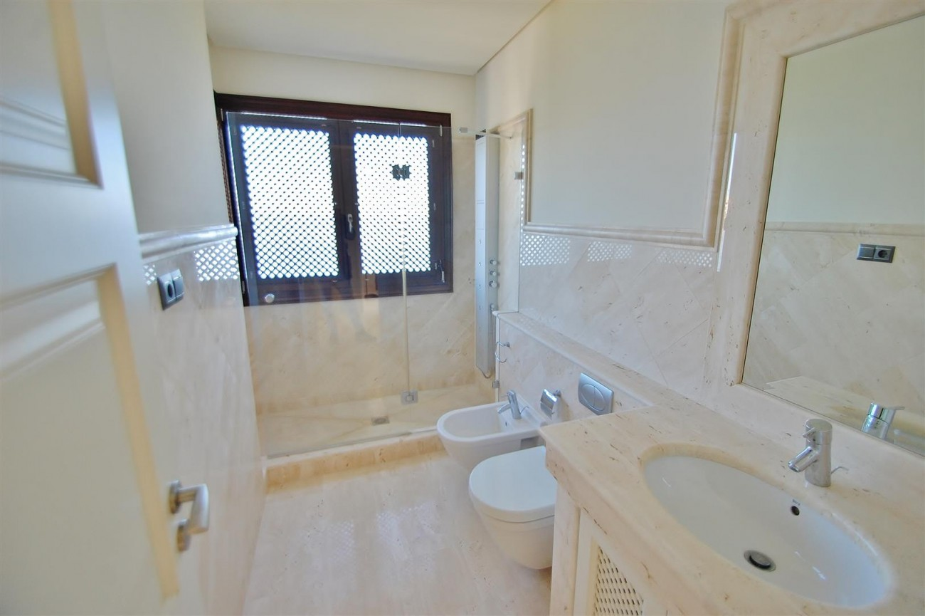 Frontline Beach Luxury Apartment Estepona Spain (18) (Large)