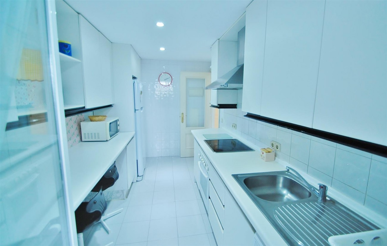 A5714 Apartment for sale Puerto Banus Marbella Spain (12) (Large)