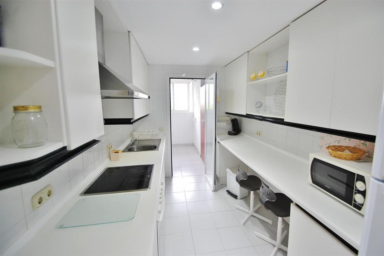 A5714 Apartment for sale Puerto Banus Marbella Spain (14) (Large)